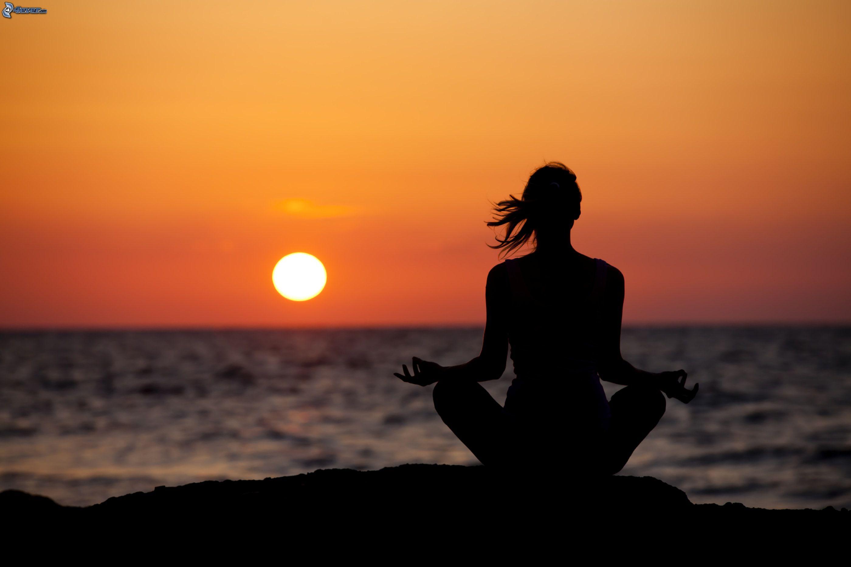yoga,-meditation,-sit-turc,-couchage-de-soleil-sur-la-mer ...